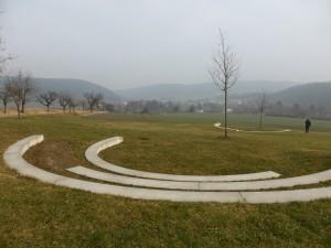 Ausblick über das Tal vor der Arche Nebra