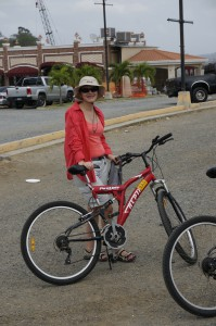 still smiling before we start our tour over the (noch vor der Tour über den) Amador Causeway zur Isla Naos
