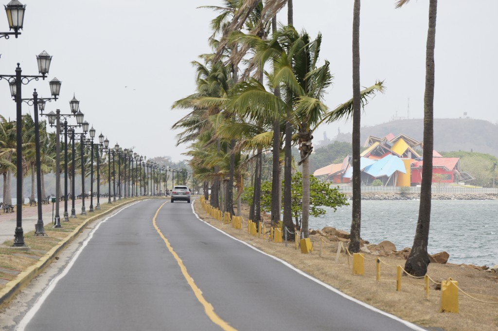 Calz de Amador, Amador Causeway, Panama City mit Biomuseo