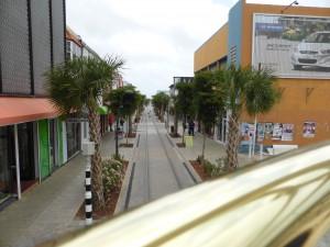 mit der Straßenbahn durch Oranjestad