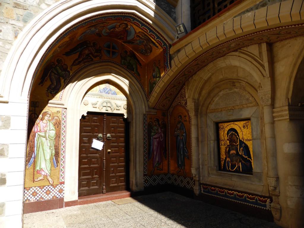 Im Innenhof des Kykko Klosters