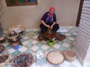 how squeze the Argan oil