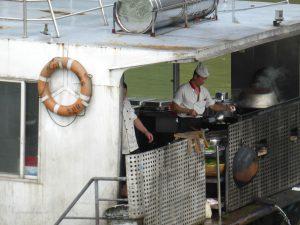 Essen auf dem Li-Fluss