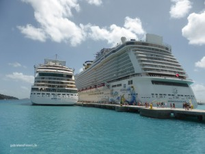 Norwegian Escape und AIDAluna am Pier von Roadtown in Tortola