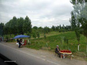 unterwegs kurz hinter Taschkent, Straßenhändler