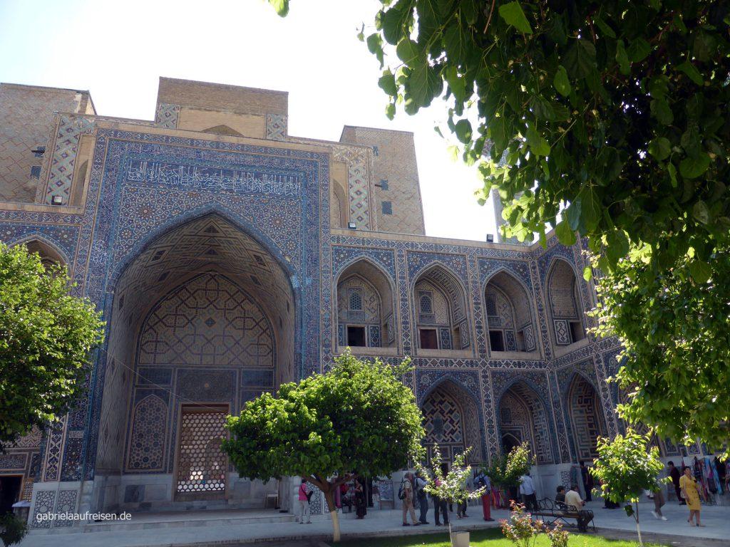 in einer der Medresen des Registan