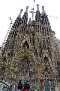 die Sagrada Familia von außen