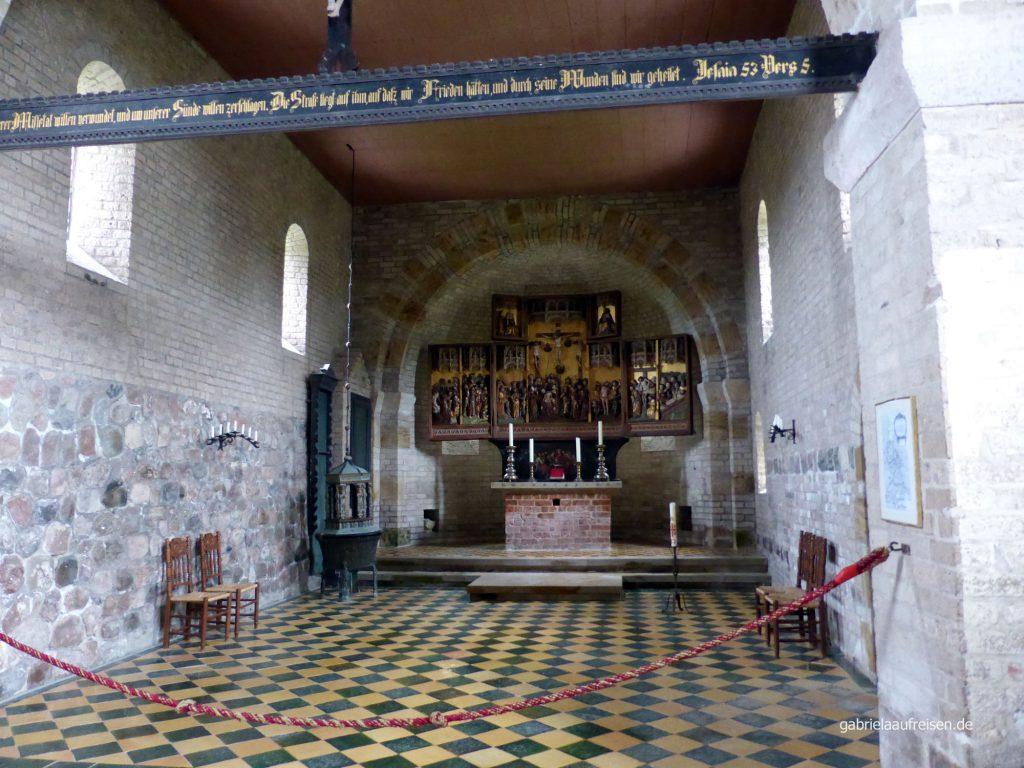 im Innern der Alten Kirche auf Pellworm