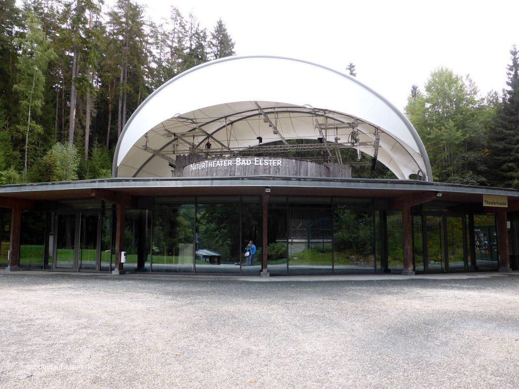 """Natur Theater in Bad Elster mit """"Ratebild"""": wer guckt denn da?"""