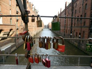 """Love locks"" in der Hamburger Speicherstadt"