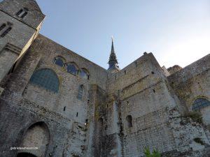 gewaltige Mauern des Klosters Mont St. Michel