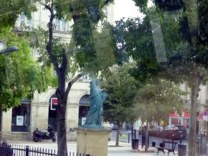 the statue of freedom in Bordeaux