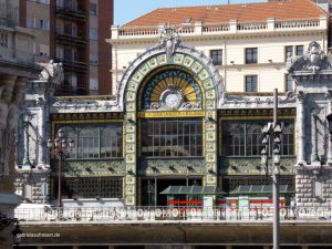 an old building in Bilbao