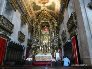 inside the Igrejo do Carmo