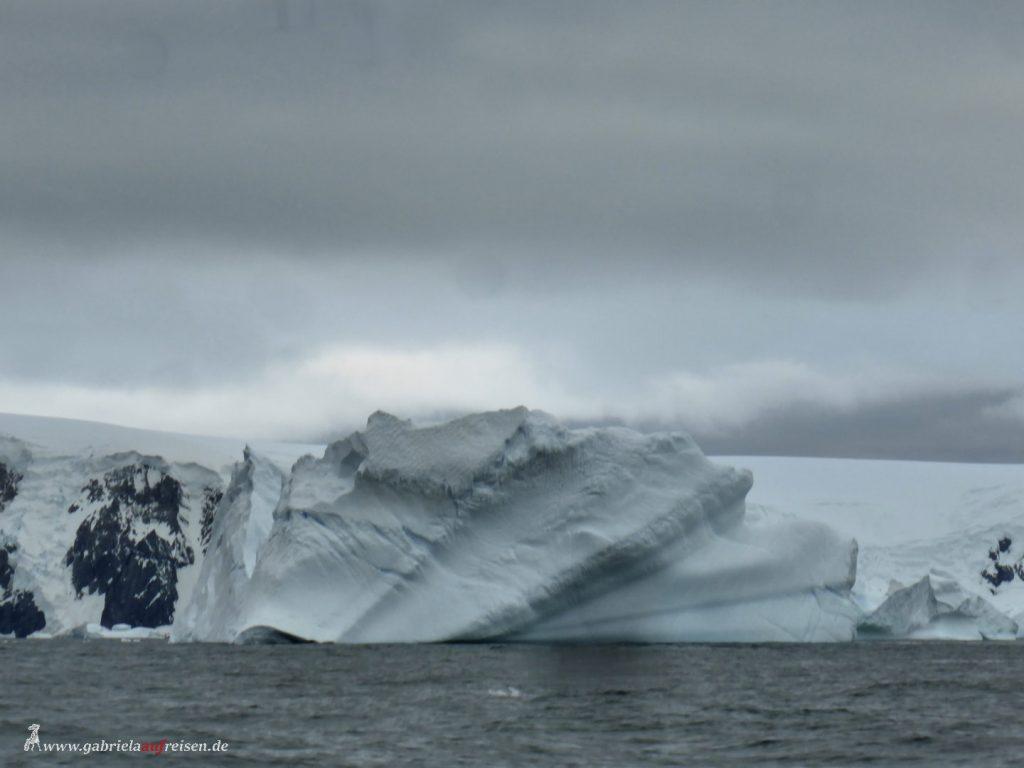 Antarktis, Spert Island, Fächereisberg