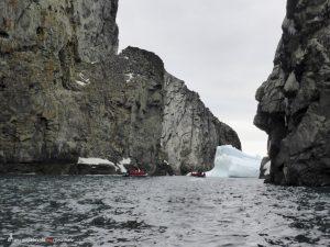 Antarktis, Fahrt durch Spert Island