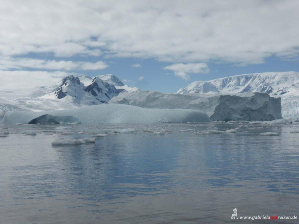 Antarktis, Cierva Cove, umgekippter Eisberg