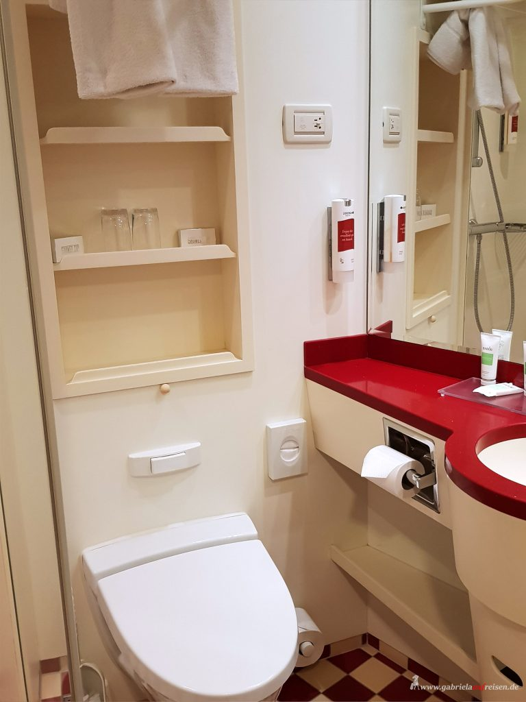 shower and toilet on Arosa Viva