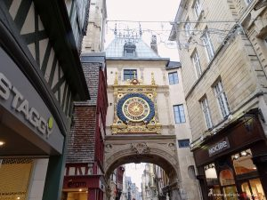 moon phase clock in Rouen