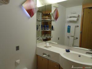 bathroom Celebrity Infinity