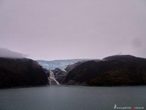Gletscher mündet in den Beagle Kanal