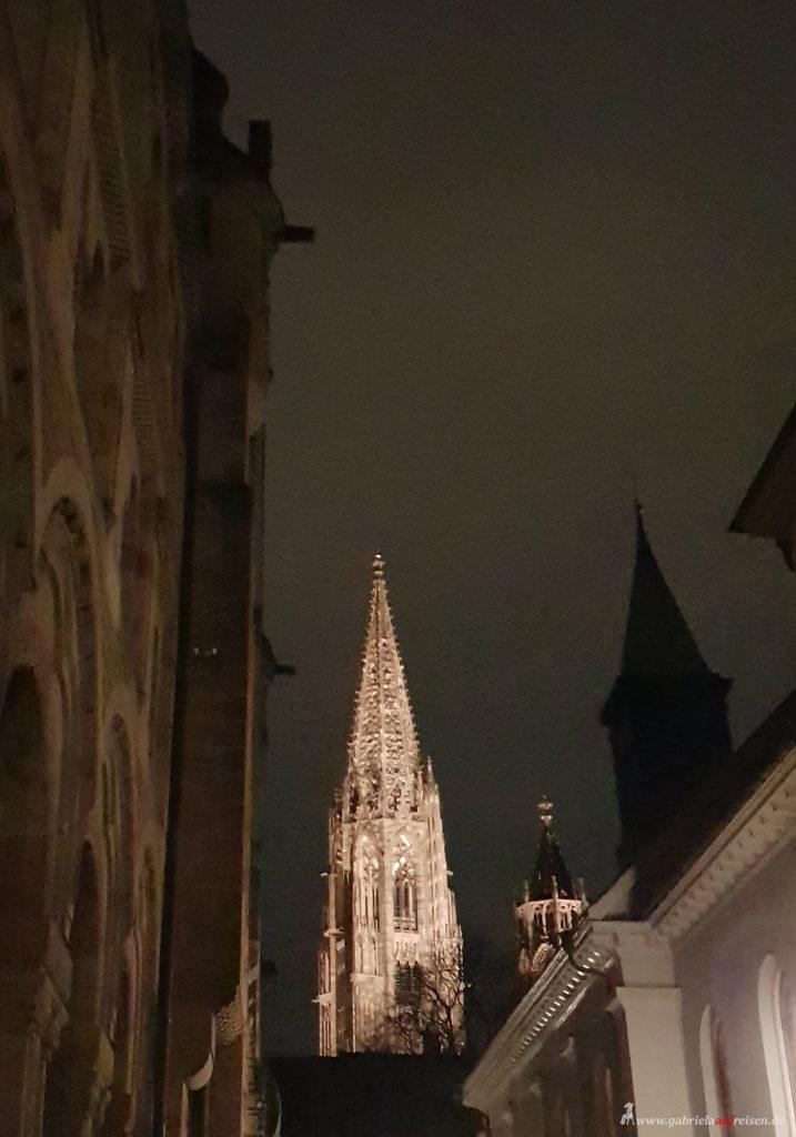 Kirchturm bei Nacht
