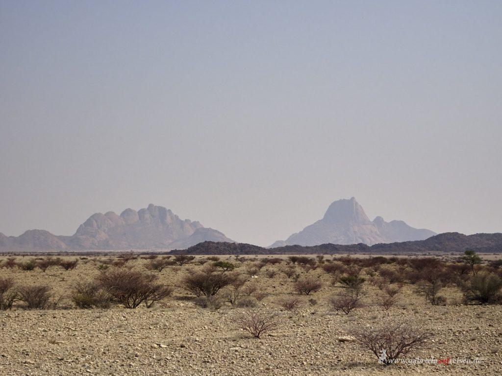 Dieses Bild hat ein leeres Alt-Attribut. Der Dateiname ist Erongo_Mountains-1024x768.jpg