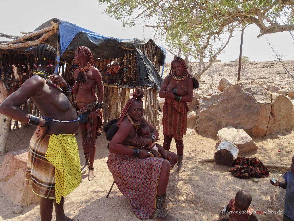 Dieses Bild hat ein leeres Alt-Attribut. Der Dateiname ist Himba_Women-1024x768.jpg