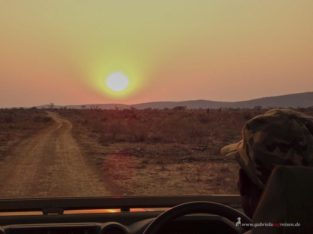 Dieses Bild hat ein leeres Alt-Attribut. Der Dateiname ist sunset_at_Sophienhof_Lodge-1024x768.jpg