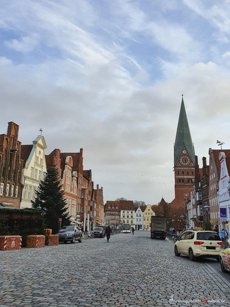 This image has an empty alt attribute; its file name is Lueneburg-Johannis-Kirche-768x1024.jpg