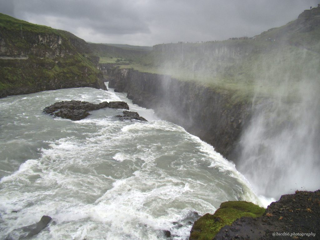This image has an empty alt attribute; its file name is Gulfoss-waterfall-1024x768.jpg