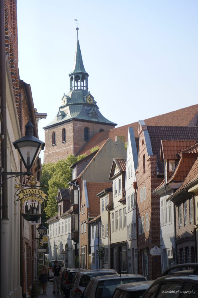 This image has an empty alt attribute; its file name is Lueneburg-St-Michaelis-church-680x1024.jpg