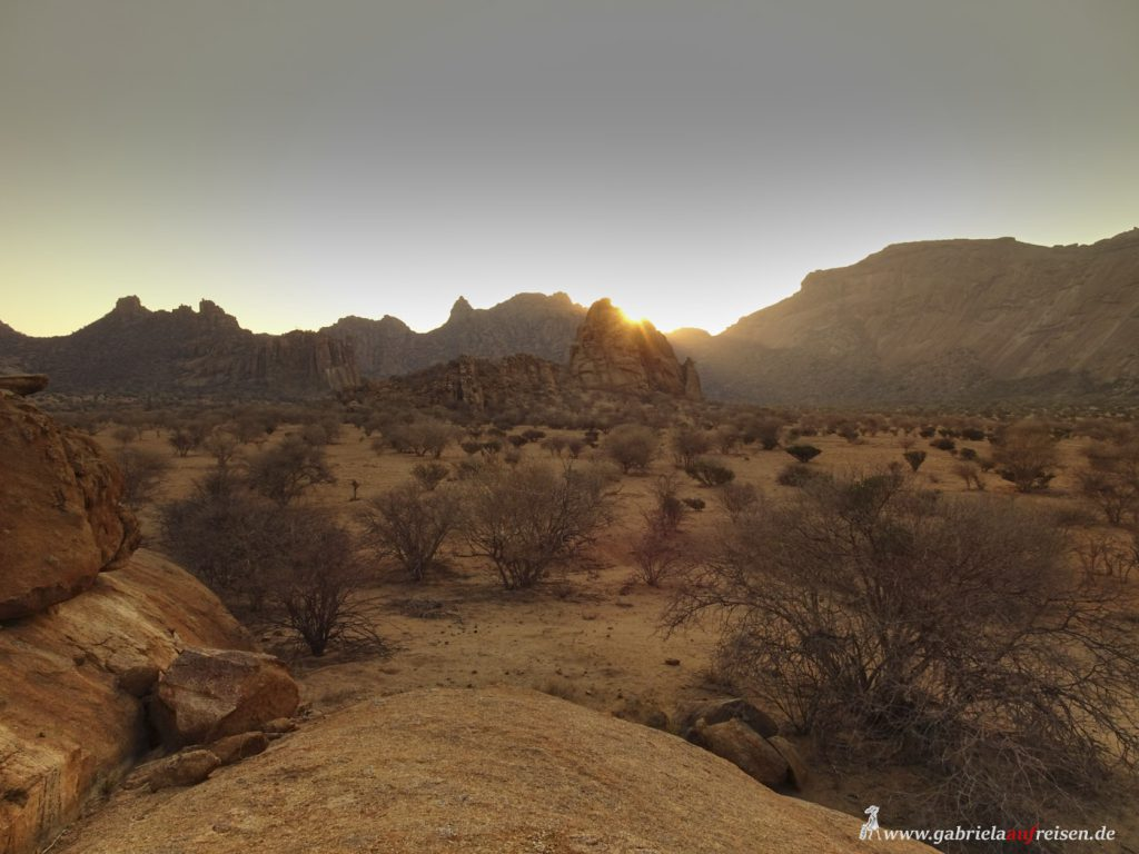 This image has an empty alt attribute; its file name is Namibia-sunset-Omandumba-s-1024x768.jpg