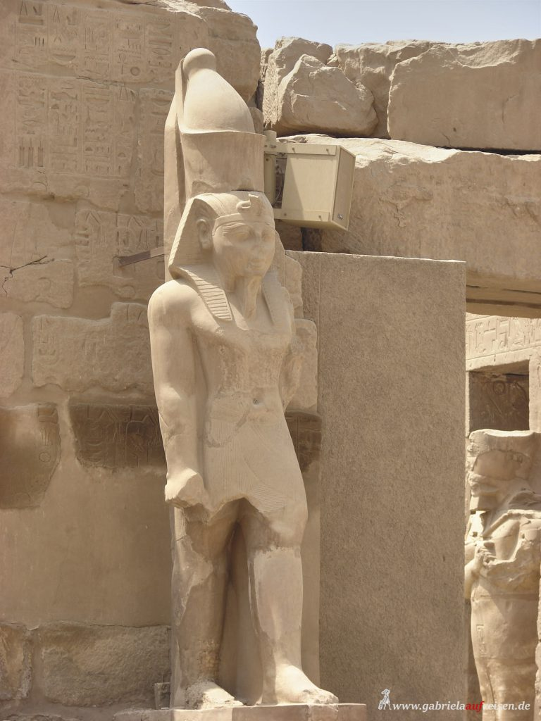 This image has an empty alt attribute; its file name is Ramses-statue-768x1024.jpg