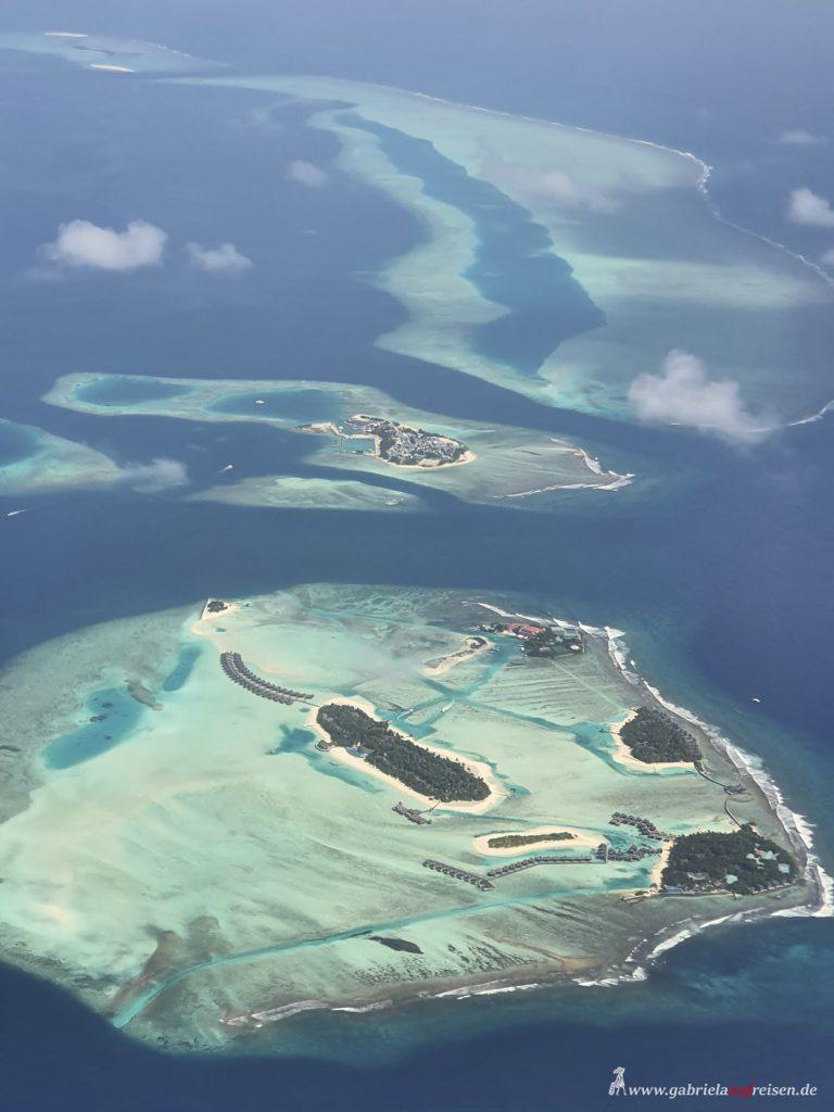 Dieses Bild hat ein leeres Alt-Attribut. Der Dateiname ist Maldives-from-above-768x1024.jpg