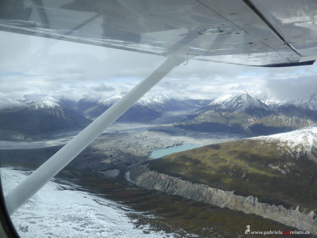 Dieses Bild hat ein leeres Alt-Attribut. Der Dateiname ist mountains-in-Kluane-National-Park-1024x768.jpg
