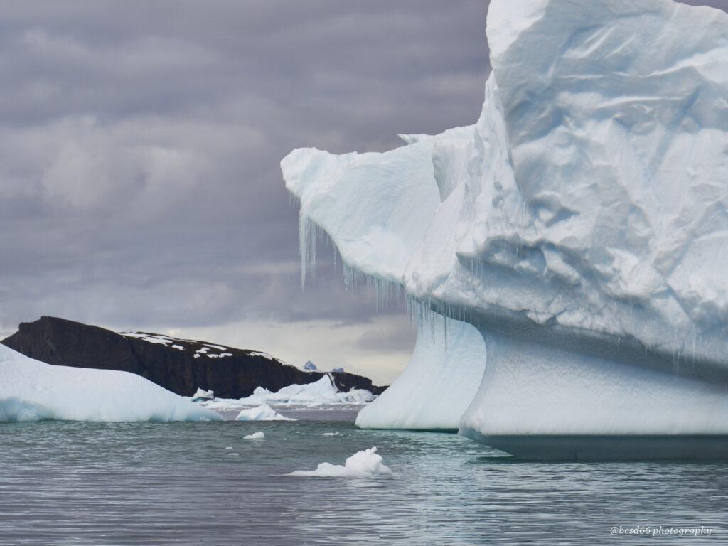 Fahrt-durch-Eisberge