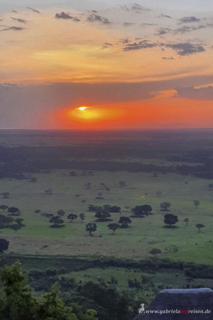 Sonnenuntergang-ueber-dem-Queen-Elizabeth-National-Park